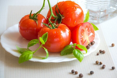 Tomatoes contain high vitamin C content