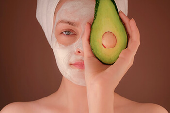 Avocado face mask is a common remedy to acne