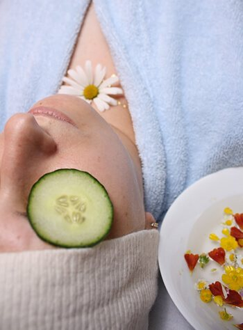 Avocado has antioxidants that help to keep the skin clean, supple and healthy