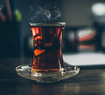 Black tea can effectively shrink pores and reduce sweating