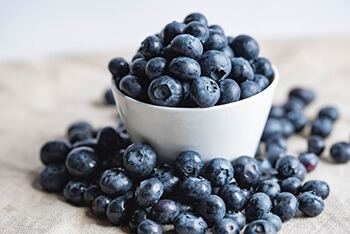 Blueberries have Vitamin A, B, and E that promote youthful skin and brighten skin