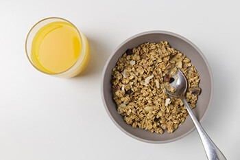 Oat-based breakfast can help you to keep on top of your nicotine cravings
