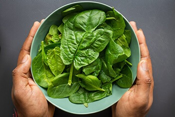 Spinach helps the arteries to resist plaque and blood clotting