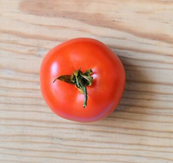 Tomatoes have folic acid and alpha-lipoic acid which are good for fighting depression
