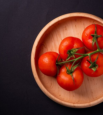 Tomatoes help to shrink pores and block the ducts that secrete sweat