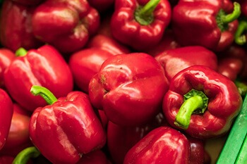 Red bell peppers contain a high amount of vitamin C