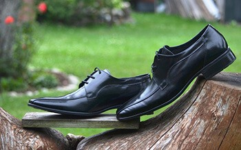 Acetone can be used to clean patent leather shoes