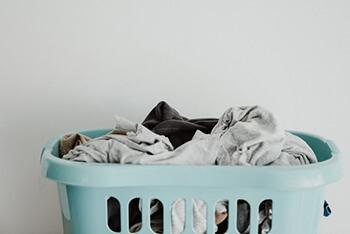Add baking soda to your laundry detergent to make clothes brighter after wash