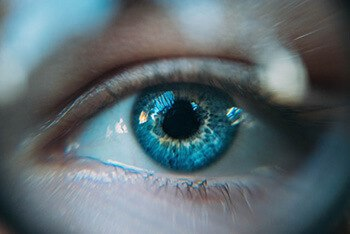 fish oil can help lower the risk of age-related macular degeneration