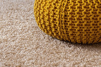 remove oil stains on carpet using baking soda