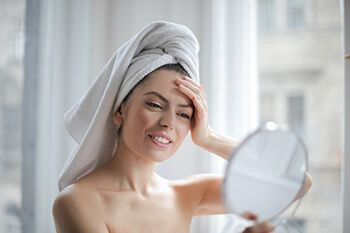 use exfoliants with noni juice to remove dead skin, dirt, and excess oils