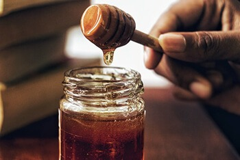 honey has prebiotics that helps in the growth of bacteria in the gut