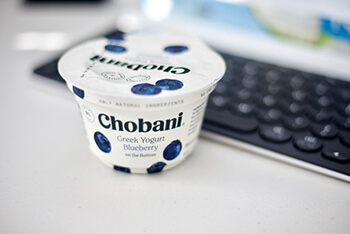 greek yogurt has protein and vitamin b5 content