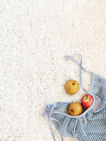 remove varpet stains using baking soda, water, and vinegar