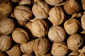 snack on walnuts to encourage hair growth